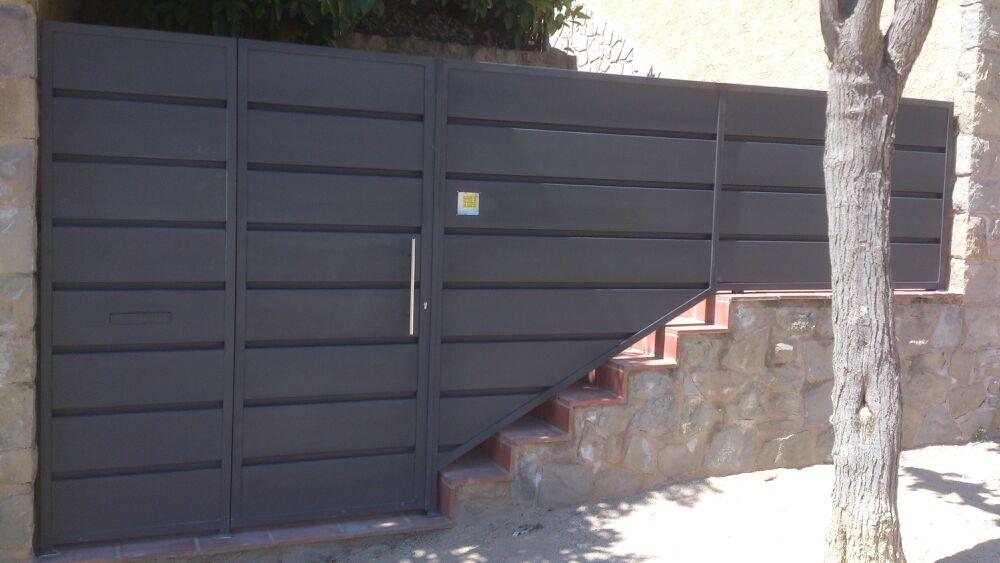 Puerta acceso casa