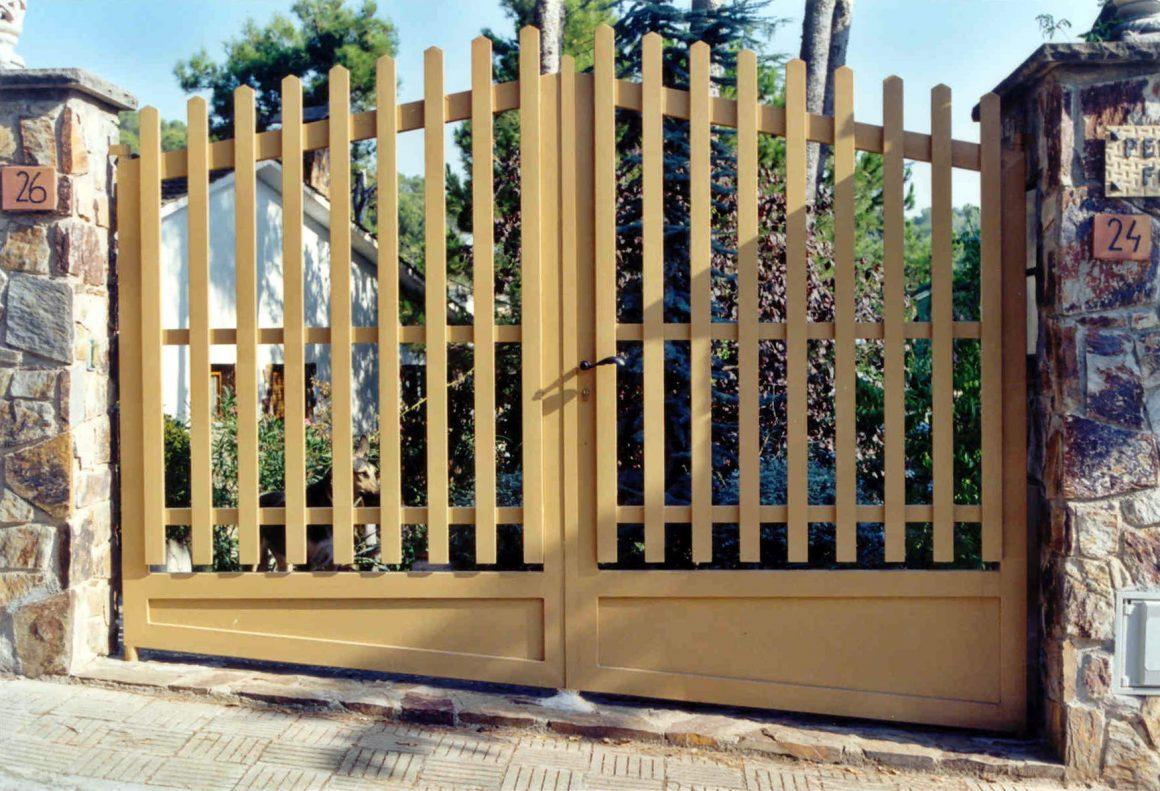 Puerta acceso valla