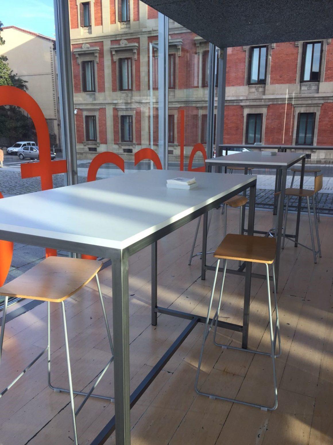 Mesas barnizadas